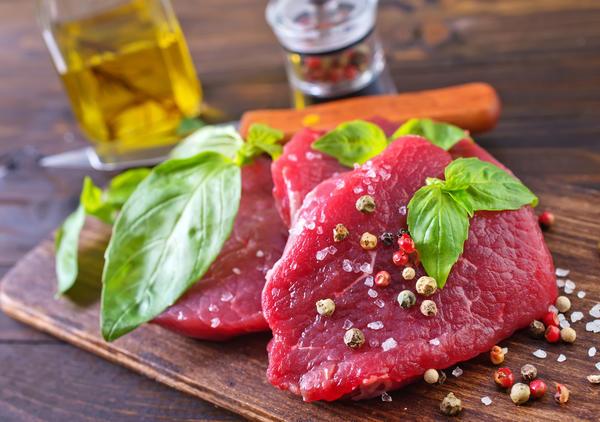 Способов сохранить мясные продукты свежими изобретено немало.
