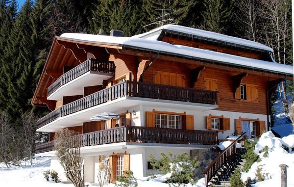 Балконы и террасы всегда располагают на солнечной стороне - восточной или южной