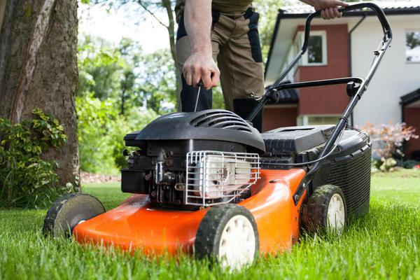 Пользоваться газонокосилками и соломорезками можно с 7 утра до 19 вечера