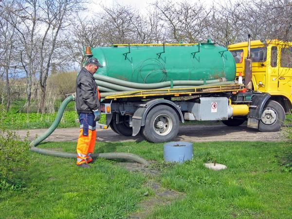 Нельзя использовать некоторые моющие средства, чтобы не уничтожить бактерий, которые перерабатывают отходы