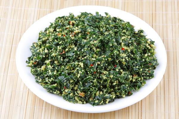 Зеленый салат из лопуха