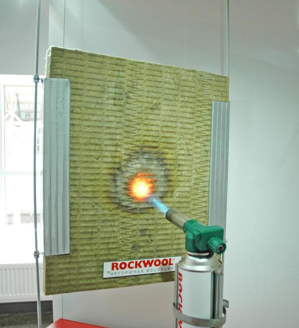 Не горит и препятствует распространению огня, защищая конструкцию