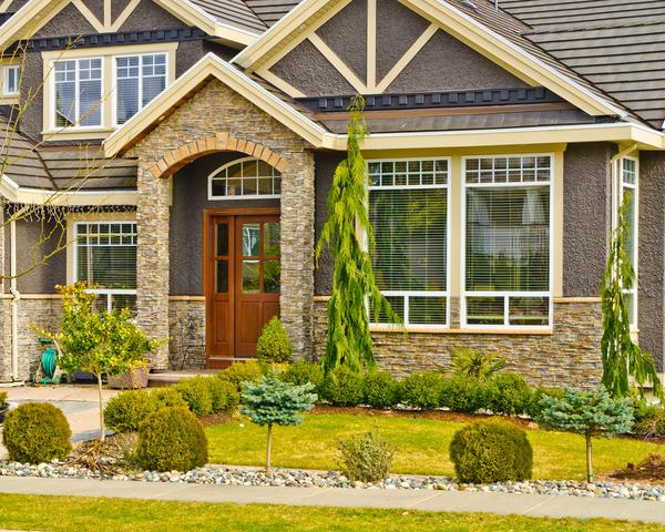 Натуральный камень используется для облицовки фасадов