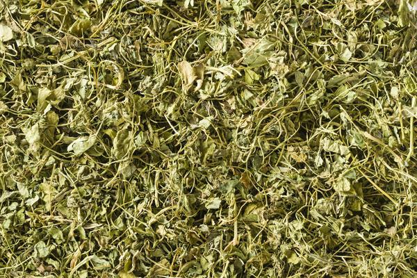 Для сушки пряных трав можно использовать и духовку