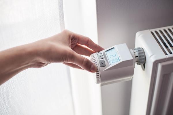 Специалисты отрасли теплоснабжения единогласно рекомендуют устанавливать в доме автоматические терморегуляторы