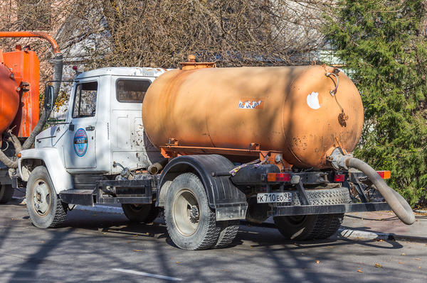 Ассенизаторская машина автор Алексей Шматков / Фотобанк Лори