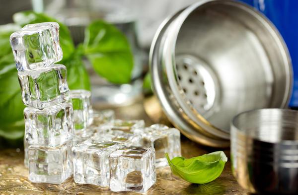 Заморозить базилик можно целым или измельченным