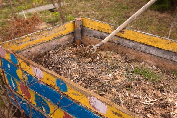 Перелопачивать компост труднее всего