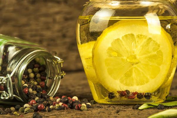 Оливковое масло с лимоном и сельдереем