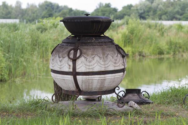 Тандыр на берегу озера