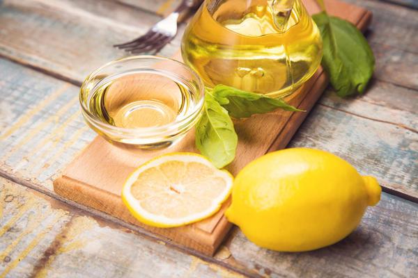 Уксус с базиликом и лимоном