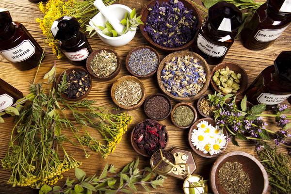 Уксус, настоянный на различных травах, с успехом используют в медицине