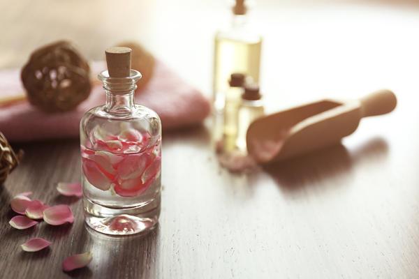 Уксус с розовыми лепестками и эстрагоном