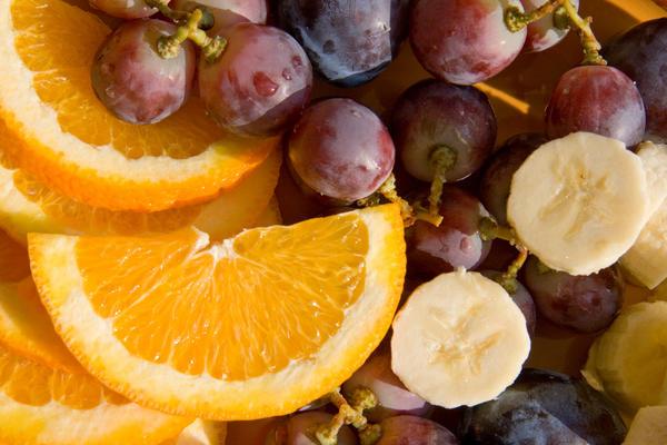 Виноград, бананы и мандарины