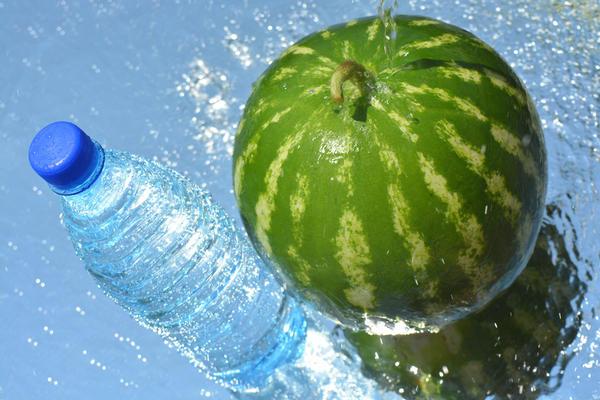 Можно сохранить арбуз в воде