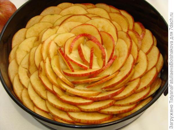 укладываем яблоки