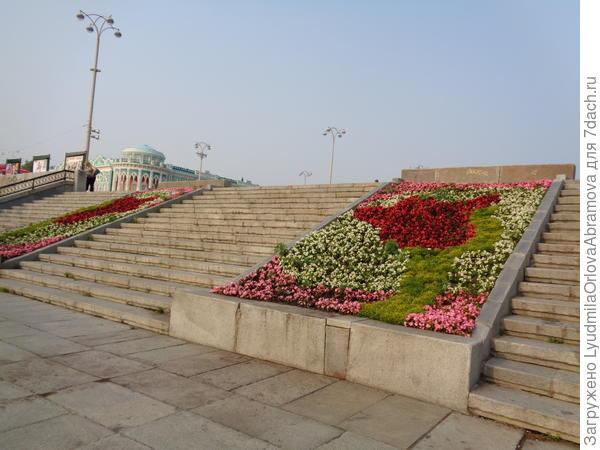 Вверх, к площади Труда