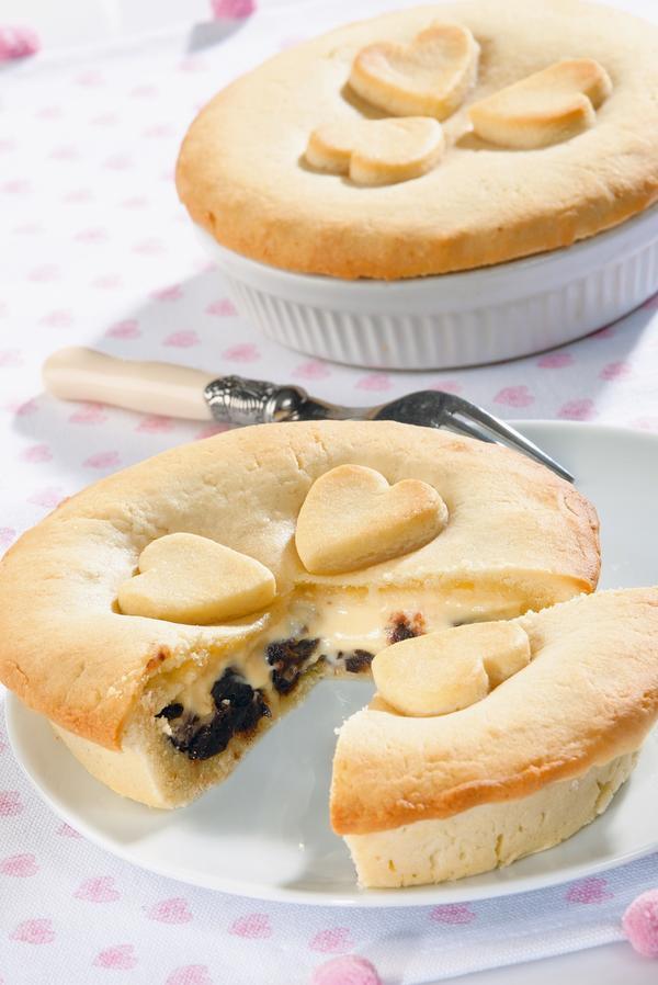 Баскский пирог с черносливом и заварным кремом