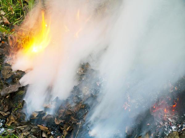 Разводим костер и создаем дымовую завесу
