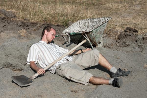 Спят мышата, спят ежата, дачник, тачка и лопата
