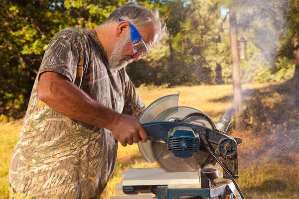 Твердые породы дерева и МДФ распиливают на высокой скорости