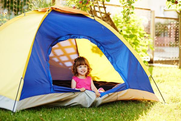 Детская палатка будет уместна на даче в ближайшие несколько лет