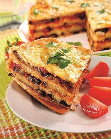 Закусочный пирог из лаваша с баклажанами и брынзой