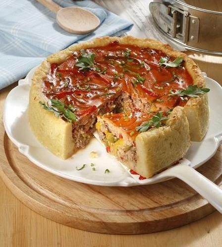 Картофельный пирог с мясной прослойкой