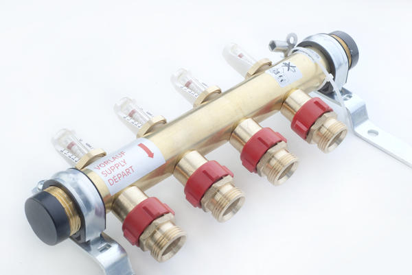 Местная регулировка температуры в петлях осуществляется с помощью термостатов, устанавливаемых на распределительных коллекторах.