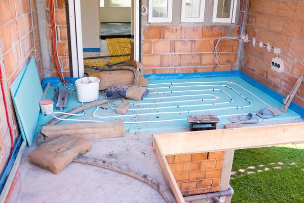 Теплый пол — хорошее техническое решение для загородного дома.
