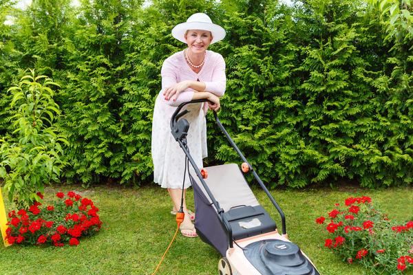 Окружайте газон заботой в течение всего года.