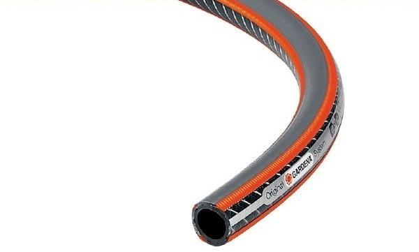 Шланг Gardena Comfort HighFLEX. Спиралевидное текстильное армирование с углеродным усилением гарантирует гибкость и устойчивость к высокому давлению, невосприимчив к УФ-излучению.