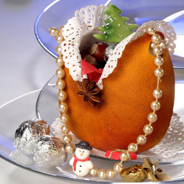Сумочка из грейпфрута с кружевами