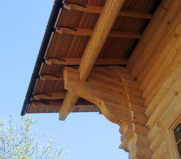 Использование подстропильника увеличивает размер свеса крыши