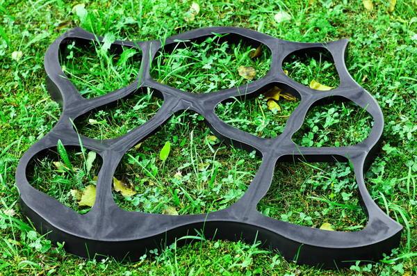 Форма для садовой дорожки. Фото с сайта telemagazin24.ru