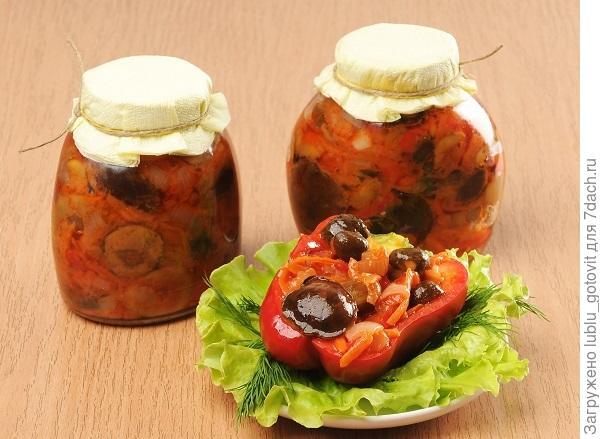 Салат из лесных грибов и перца