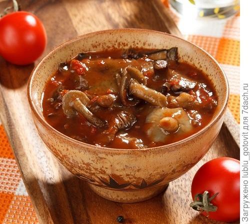 Опята в томатном соусе