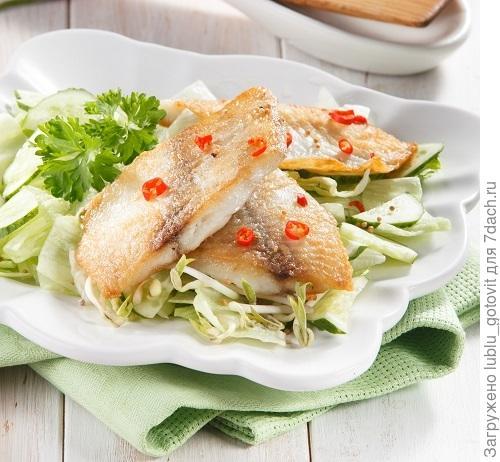 Телапия с зеленым салатом