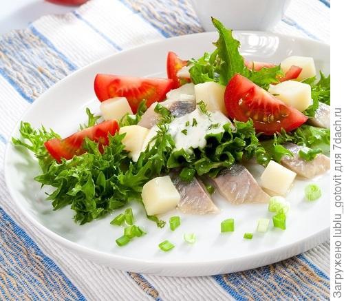Селедочный салат с помидорами