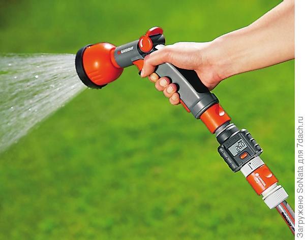Регулирующий клапан изменяет или отключает поток воды в шланге.