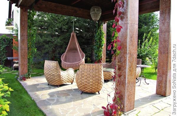 Подвесной гамак и плетеные кресла одинаково хорошо подходят и сангвиникам, и холерикам.