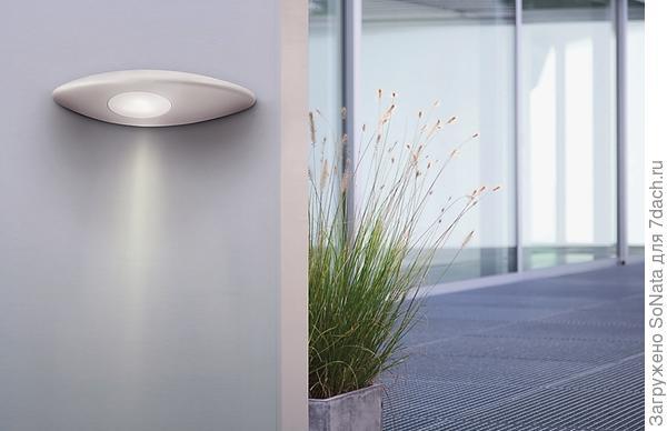 Уличные светильники Philips удачно сочетают практичность и изящество форм.