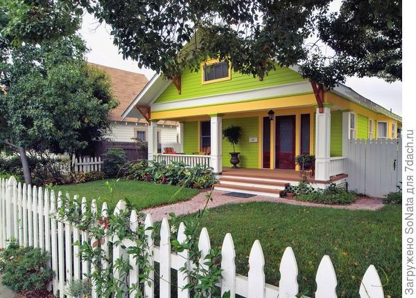 При обработке деревянного фасада важны не только декоративные, но и защитные свойства выбранного покрытия.