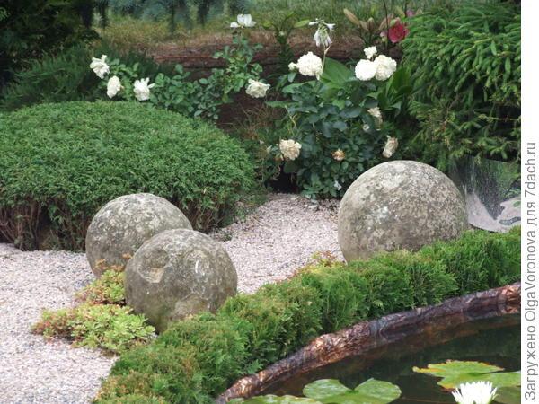Такие каменные шары можно сделать из мячей