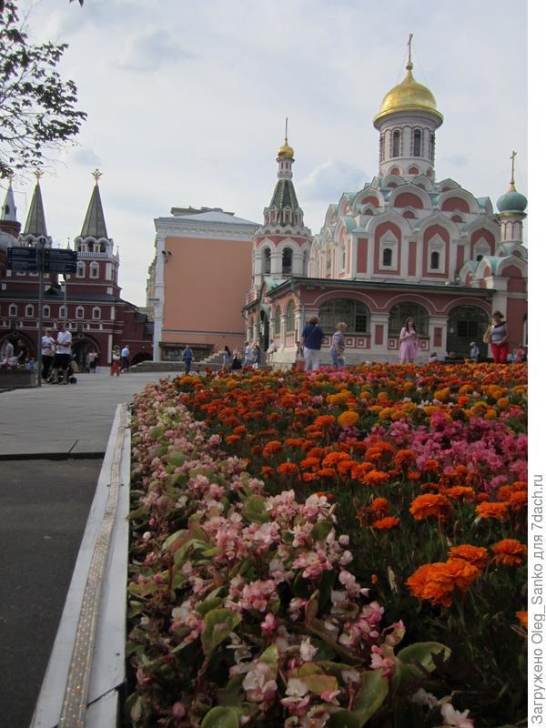 Это Церковь Казанской Божьей Матери Снимок сделан с угла ГУМа