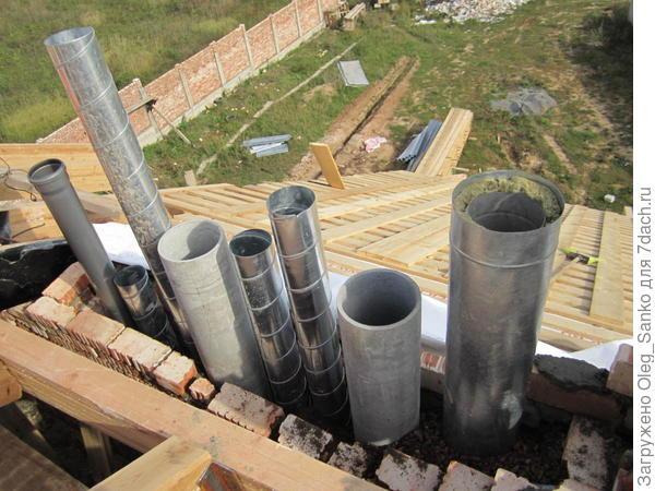 Вентиляционные трубы и дымоходы объединены в одном блоке