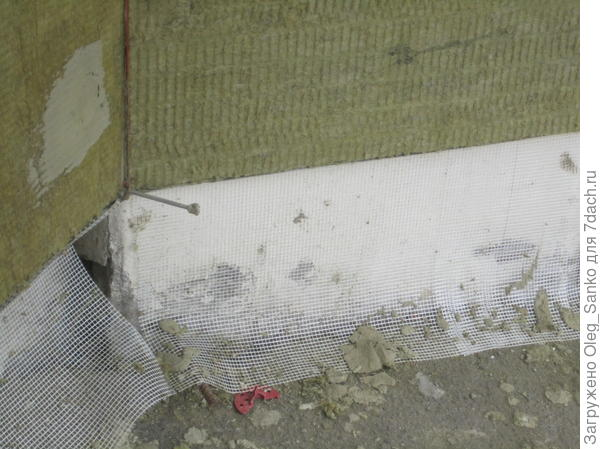 Под утеплитель подложена щелочностойкая сетка