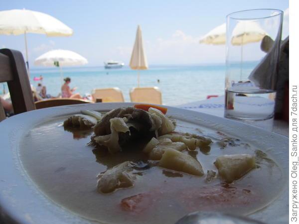 Два водоема -суп  в тарелке и Адриатическое море.