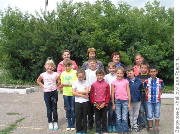 Группа пришкольного лагеря, в которой была моя внучка. Там несколько групп были.