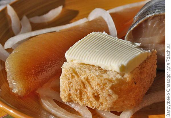 хлеб с маслом к селёдочке